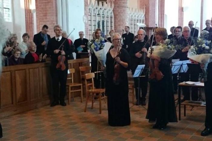 Concert Johannespassion in en dubbelconcert Bach, Loppersum 2015